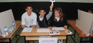 Ortaokul öğrencileri bilgileri ile yarıştı