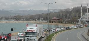 AK Parti Van'da yüzlerce araçlık konvoyla 'Evet' dedi