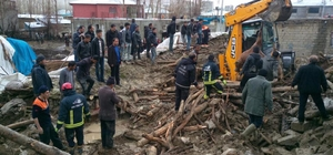 Van'da ahır çöktü, 54 hayvan telef oldu