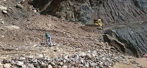 Sincik ilçesinde selden zarar gören yolların bakımı yapıldı
