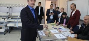 Belediye Başkanı Mehmet Tahmazoğlu, oyunu kullandı