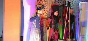 Edeb-i Hayat Okumaları tiyatro oyunu oldu