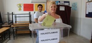 Fethiye'de Yabancı Uyruklu Vatandaşlarda Oy Kullandı