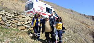 Diyaliz hastası, ambulansla oy kullanmaya gitti