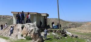 Oylarını köyün tek yapısı olan camide kullandılar