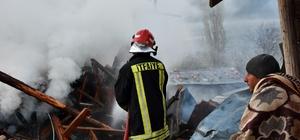 (Özel Haber) Tosya'da sabah evi yanan vatandaş koşarak oy kullanmaya gitti