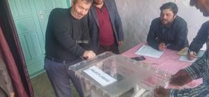 12 seçmenin oy kullanma işleminin 12 dakika sürmesi