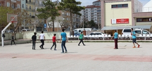 Karaman'da öğrencilerden açık alan basketbol sahasına yoğun ilgi