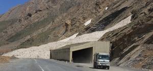 Hakkari'deki çığ tünelleri sürücüleri sevindirdi