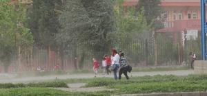 Silopi'de fırtına öğrencilere zor anlar yaşattı