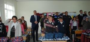 TDP'den okul öğrencilerine kırtasiye yardımı
