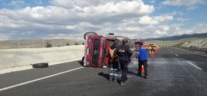 Niğde'de süt kamyonu devrildi sürücü yaralandı