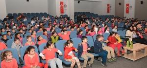Körfez'de 2 bin öğrenci tiyatroyla buluştu