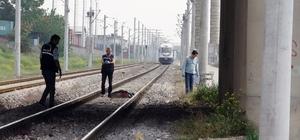 Trenin önüne atlayarak intihar etti