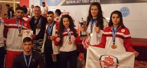 Karesispor'lu Melek Sarı, Türkiye şampiyonu