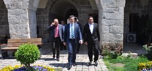Kosova Kamu Yönetimi Bakanı Mahir Yagcilar, Sokullu Mehmet Paşa Külliyesi'ni gezdi
