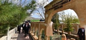 Başkan Gürkan, Hamit Fendoğlu'nun kabrini ziyaret ederek dua etti