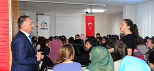 Vali Yazıcı, tecrübelerini öğrencilerle paylaştı