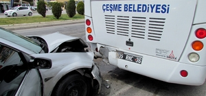 Öğrencileri bekleyen otobüse otomobil arkadan çarptı: 3 yaralı
