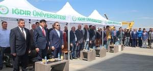 Iğdır Üniversitesi çiftçilere 750 ceviz fidanı dağıttı