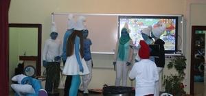 Liselilerden minik öğrencilere tiyatro gösterisi