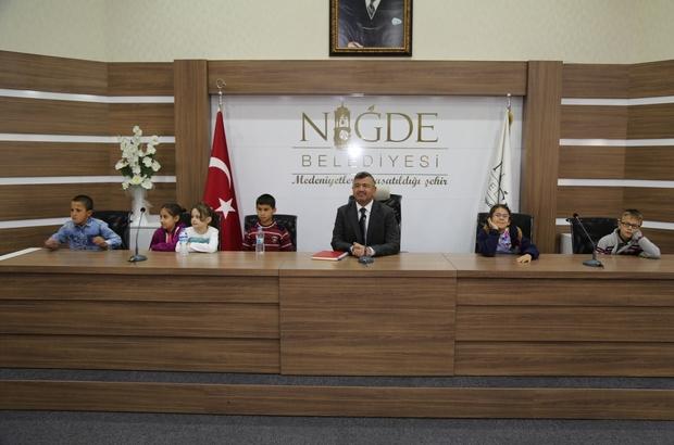 Başkan Akdoğan'dan minik öğrencilere alışveriş merkezi müjdesi