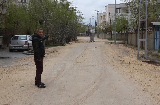 Yolları bozuk olan mahalle sakinlerinden asfalt yol talebi