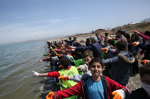 Van Kültür ve Turizm İl Müdürlüğünden sahil temizliği