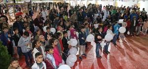 Dünya çocuklarının performansı izleyeleleri büyüledi