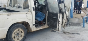 Kamyonet yakıt dolum pompasına çarptı: 9 yaralı