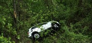 Bolu Dağı'nda otomobil uçuruma yuvarlandı: 2 yaralı