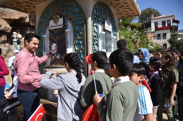 Alanya Belediyesi 23 Nisan Ulusal Egemenlik ve Çocuk Bayramı ile Miraç Kandili'nde limonata ve lokum dağıttı