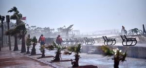 Mersin'de kuvvetli fırtına can aldı