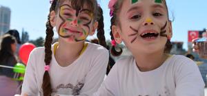 """Suriyeli çocukların """"23 Nisan"""" coşkusu"""