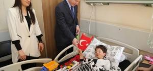 Vali Gül'den hasta çocuklara 23 Nisan ziyareti