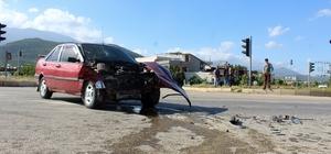 Hatay'da iki otomobil çarpıştı: 5 yaralı