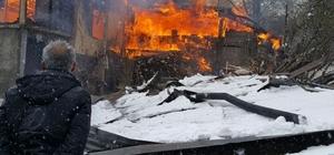 2 katlı ahşap ev yangında kullanılamaz hale geldi
