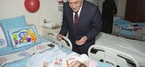 Rektör Çomaklı, çocuk hastaların 23 Nisan Çocuk Bayramlarını kutladı