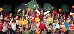 'Kırmızı Başlıklı Kız' oyunu Mersin'de sahnelendi
