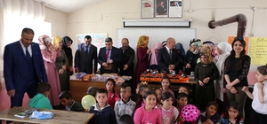 Üniversite öğrencilerden köy okuluna destek