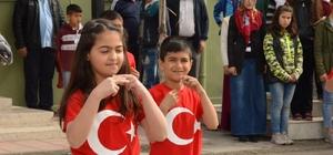 İstiklal Marşı'na işaret diliyle eşlik ettiler