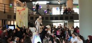 """Çocuk Bayramı'nı """"Tiyatro Karnavalı""""ile kutladılar"""