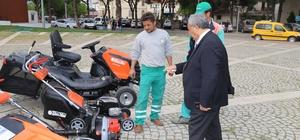 Burhaniye'de yeşil alanların bakımları modern aletlerle yapılacak