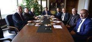 Rektör Özer, belediye başkanları ile üniversitenin gelişimini paylaştı