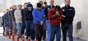 """Kayseri'deki eski öğretmenlere yönelik """"ByLock"""" operasyonu"""