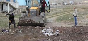 Başkale'de kül temizleme çalışması
