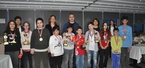 Satranç şampiyonları İzmir'de buluştu