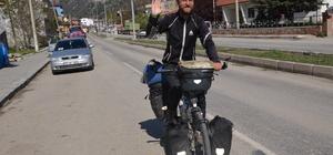 Alman genç bisikletle dünya turunda