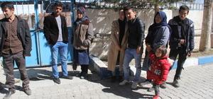 Başkale'de 16 göçmen yakalandı