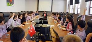 Başkan Eşkinat Cumhuriyet çocuklarını ağırladı